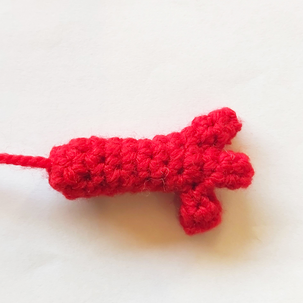 crochet hand with three fingers