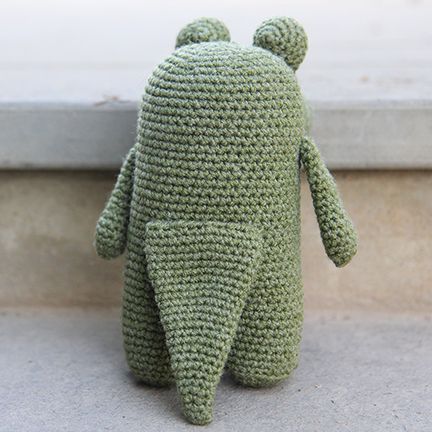 crochet crocodile from the back with tail visible
